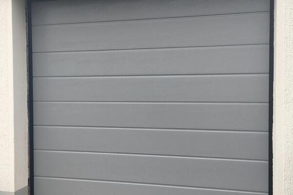 ConDoor Garagen-Sektionaltor ISO40 RAL 7014 fenstergrau Mittelsicke woodgrain