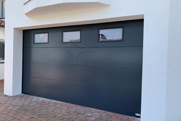 ConDoor Garagen-Sektionaltor ISO40 Typ Design-Line Umbra Microprofiliert, RAL 7016 Anthrazitgrau mit Fenster