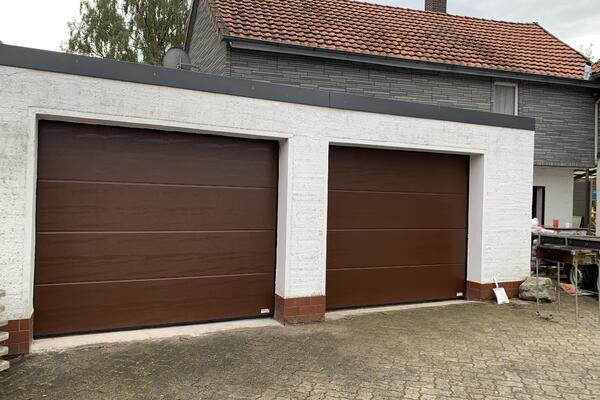 ConDoor Garagen-Sektionaltor ISO40 Typ ohne Sicke Woodgrain, 2500 x 2125 mm, RAL 8011 Nussbraun