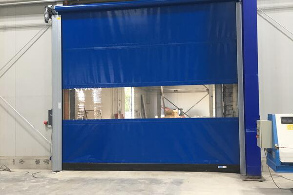 Seuster Schnelllauftor S 2010 SEL RAL 5010 mit Fenster-Element