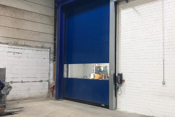 Seuster Schnelllauftor S 2020 SEL - R - 4630 x 6000 mm RAL 5010 mit Fensterelement
