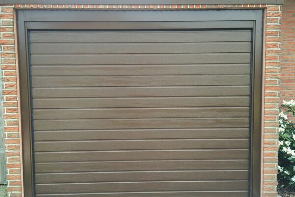 Teckentrup Garagen-Sektionaltor ISO40 Sicke woodgrain RAL 8014 sephiabraun mit Blendrahmen für Fertiggarage
