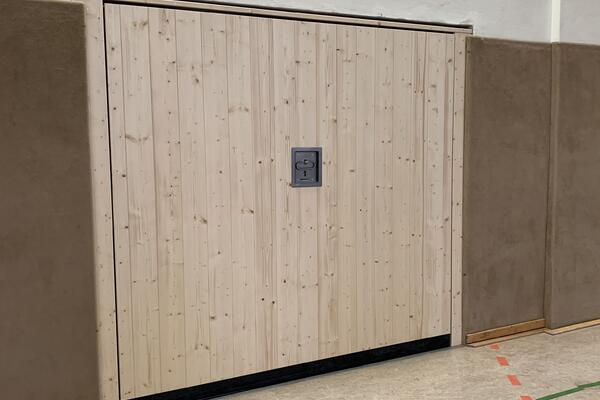 Pfullendorfer Sporthallentore, 2300 x 2100 mm, Holzbeplankt