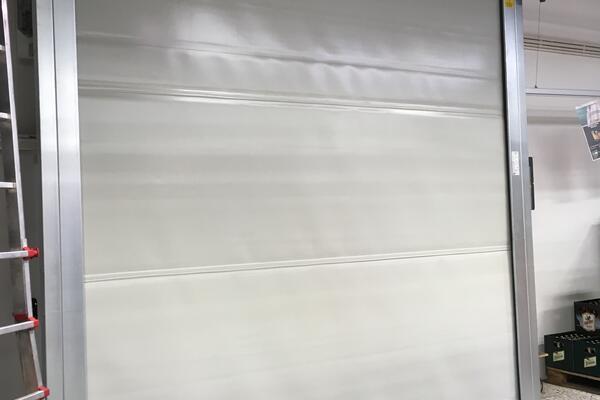Seuster Schnelllauftor S 2010 SEL RAL 9002 grauweiß