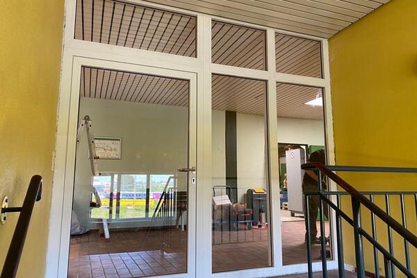 Teckentrup 1-flg. mit Fensterfront / Festelemente
