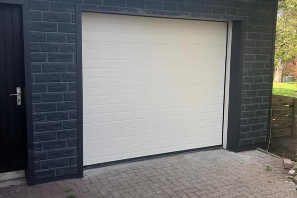 ConDoor Garagen-Sektionaltor ISO40 RAL 9002 grauweiß waagerechte Sicke Stucco geprägt