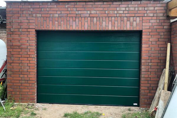 ConDoor Garage-Sektionaltor ISO40 Typ Mittelsicke Woodgrain, RAL 6005 Moosgrün